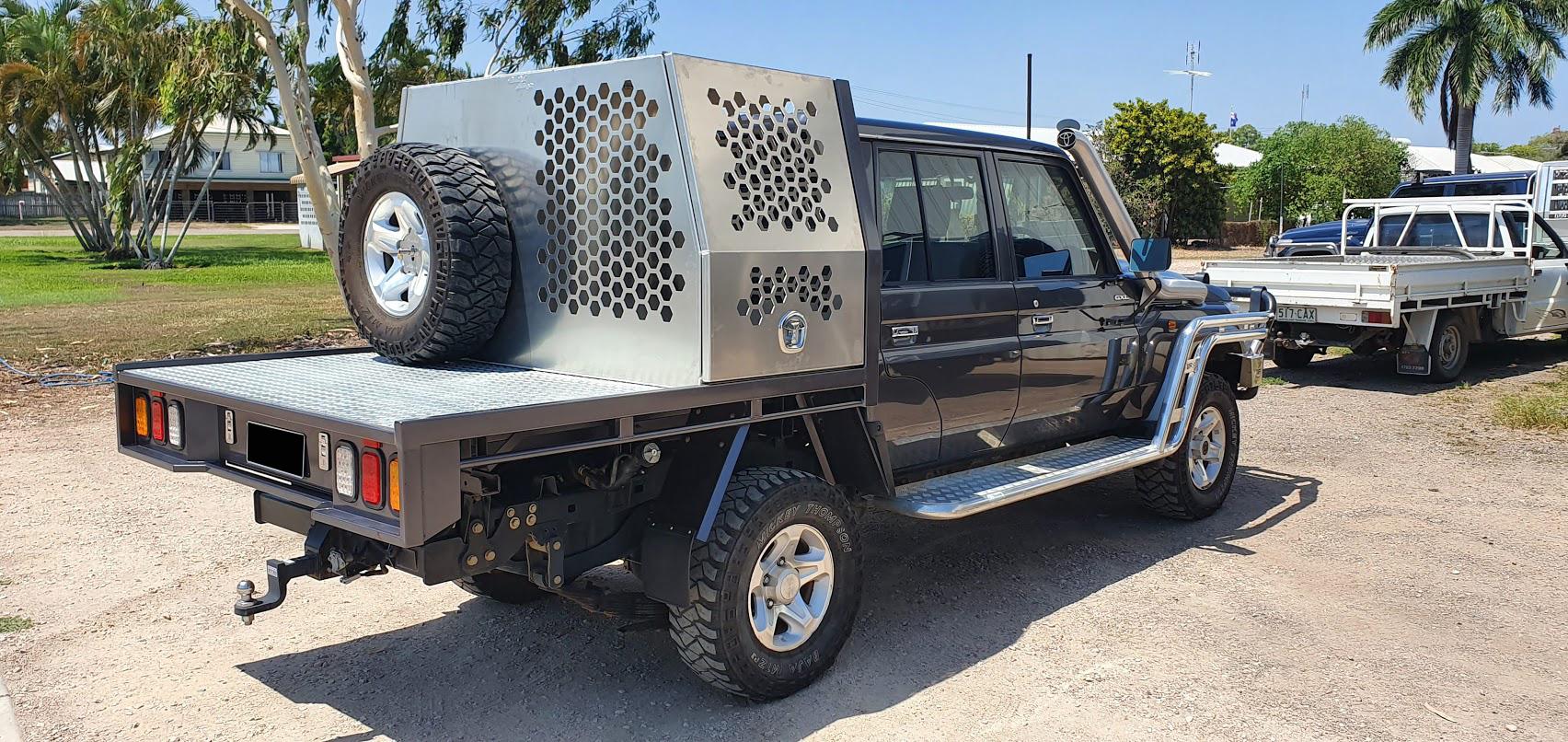 Half-sealed-dog-crate