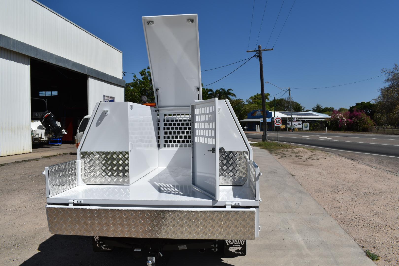 Lockable-compressor-compartment